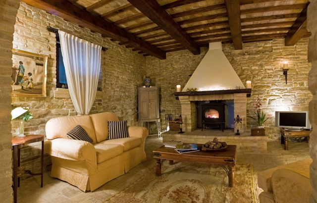 Palazzo in vendita a santa vittoria in matenano re casa for Case in pietra e legno